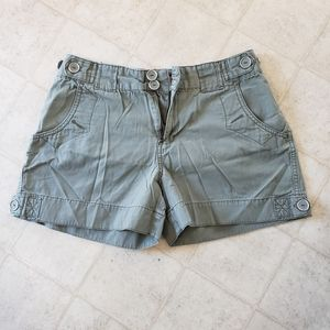 Woman's shorts green size 8